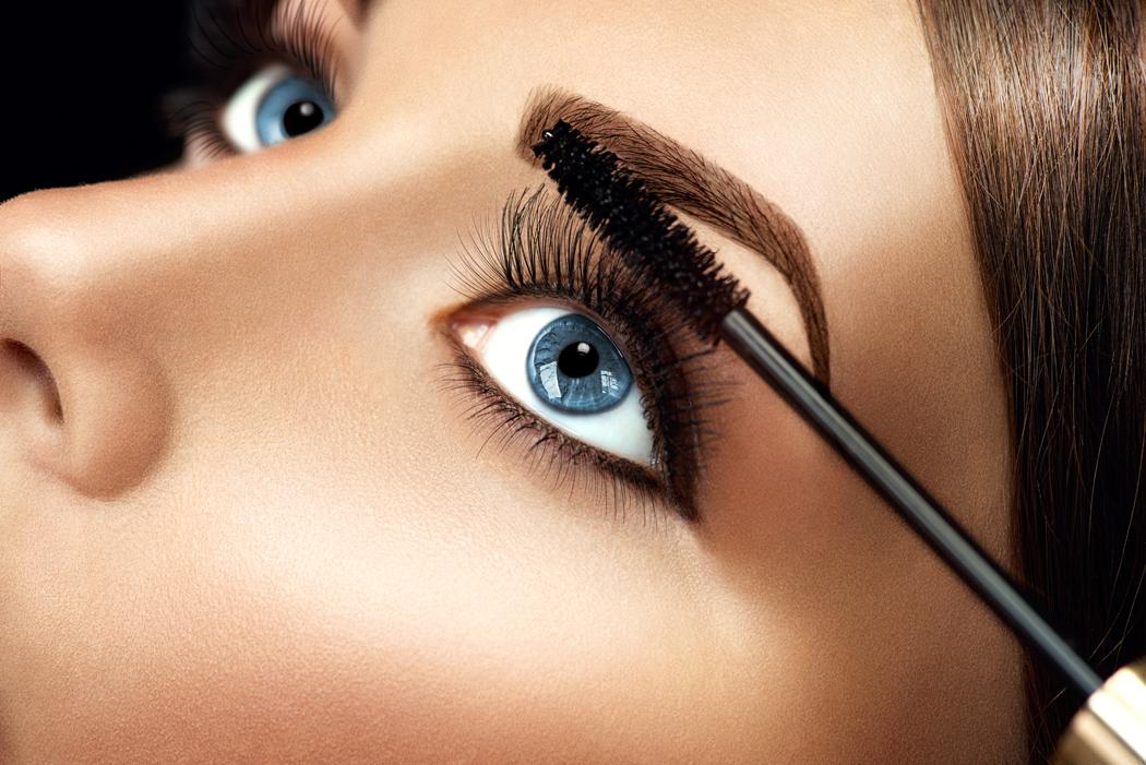 maquillage brune yeux bleus