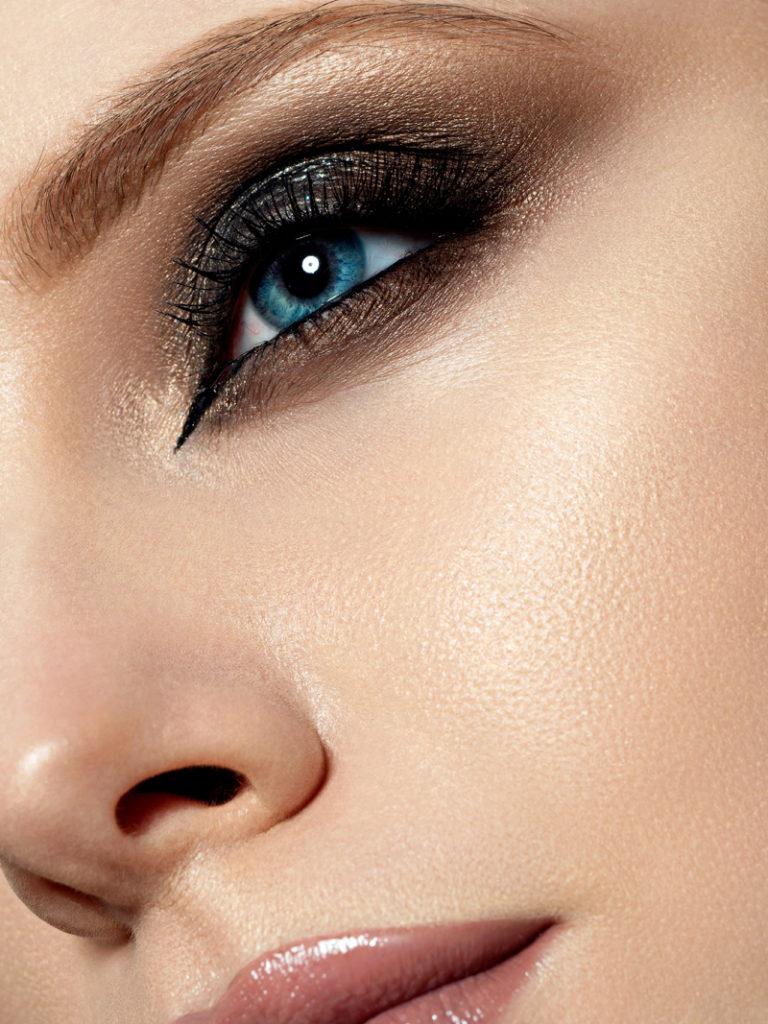 reussir trair eyeliner yeux espacés
